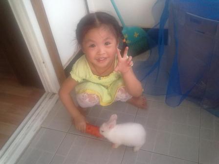 女儿与小兔子