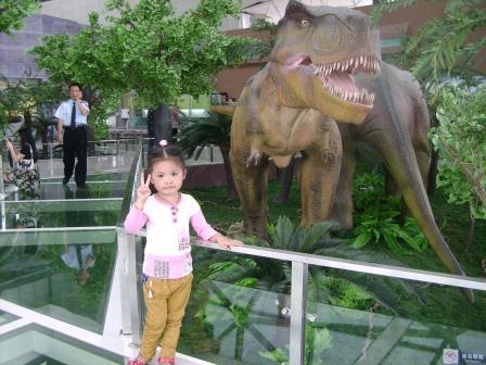 女儿在地质博物馆